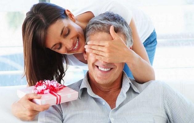 Что можно подарить мужчине на День влюбленных?