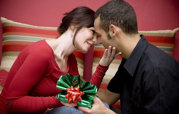 что можно подарить мужу на день знакомства