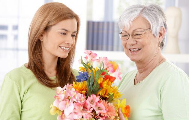 Список из 55 идей подарков бабушке на 8 марта
