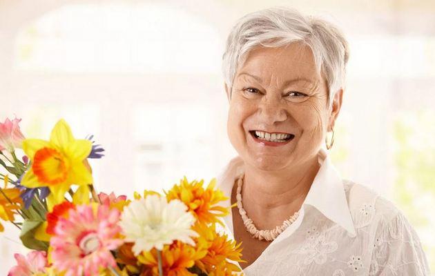Что можно подарить бабушке на 8 Марта - список идей