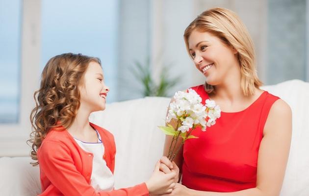 Что можно подарить маме на 8 марта от дочки?
