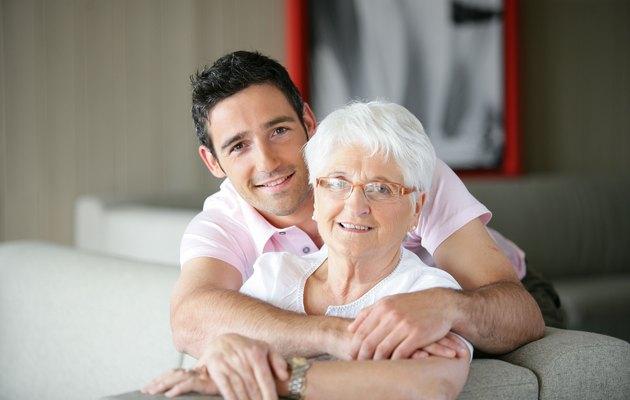 Что можно подарить бабушке на 71, 72, 73, 74 года?