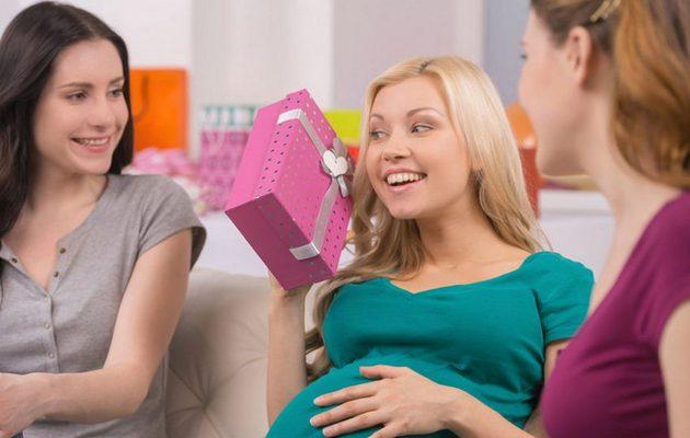 что подарить беременной знакомой