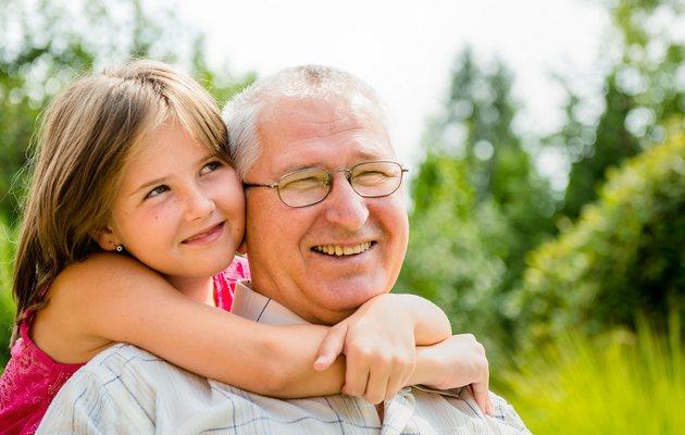 Что можно подарить дедушке на 60-65 лет?