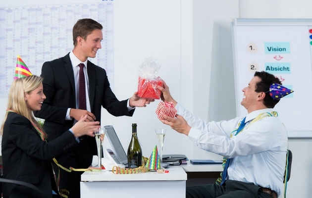 Что можно подарить коллеге-мужчине на день рождения?