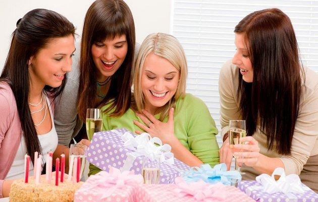 Что можно подарить лучшей подруге на день рождения?