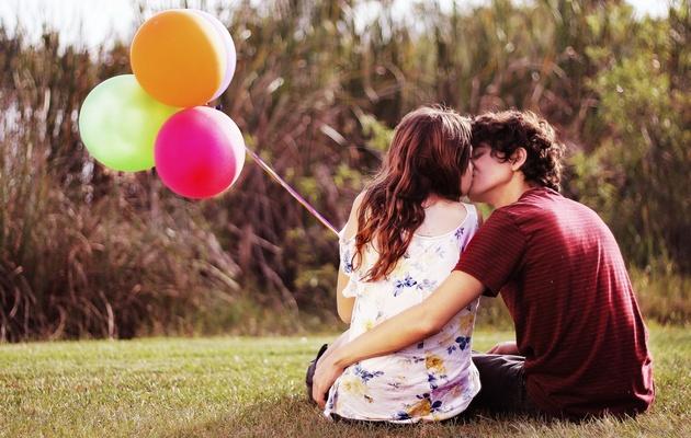 Что можно подарить парню на месяц знакомства?