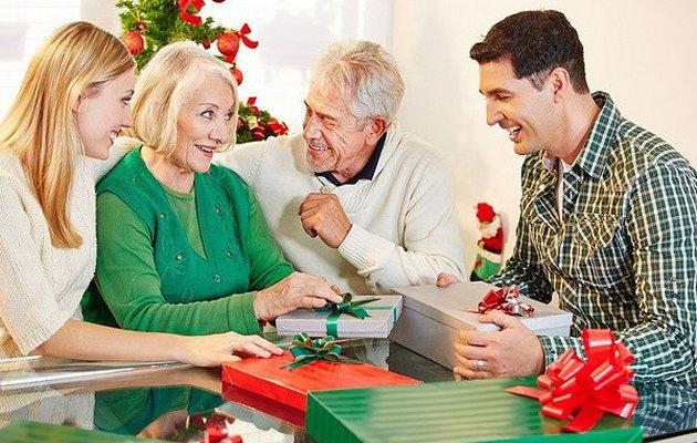 Что недорогое можно подарить родителям на Новый год?